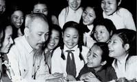 胡志明主席把一生献给越南党、民族、人民以及国际友人的革命事业