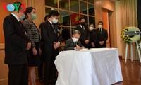 越南驻外国大使馆举行原越共中央总书记黎可漂吊唁仪式