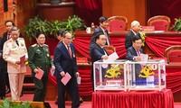 1月31日越共十三届中央委员会投票选举越共中央总书记、政治局委员