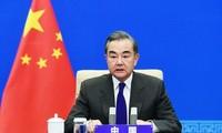 中国外长王毅就推动中美关系重回正轨提出四点建议