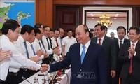 越南国家主席阮春福视察中部地区