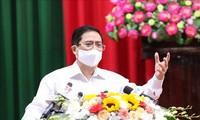 越南政府总理范明政与芹苴市选民接触