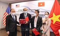 越南国家主席阮春福出席越美企业合作协议文本互换仪式