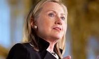 Clinton warns Iran, calls for resumption of peace process