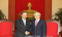 Party General Secretary Nguyen  Phu Trong receives Lao PDR Deputy Prime Minister