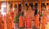 Ritual in pray for peace and prosperity in Hue attract many visitors