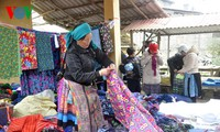Colourful Pa Co highland market
