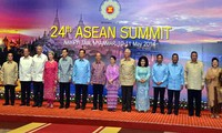 Prime Minister Nguyen Tan Dung attends ASEAN Summit in Myanmar