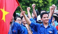 Vietnamese students demand China withdraw its oil rig from Vietnam's waters