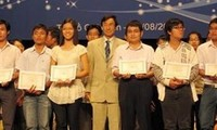 Students, young researchers awarded Odon Vallet scholarships