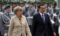 Chinese premier: Hong Kong administration can ensure safety