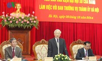 Party leader Nguyen Phu Trong meets with Hanoi Party Committee