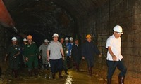 Deputy PM Hoang Trung Hai directs rescue activities at Lam Dong tunnel collapse
