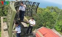 High Command of Military Zone 5 pays Tet visit to locals on Hon Doc islet