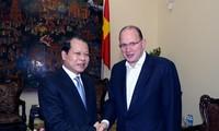 Vietnam supports international investors joining economic restructuring