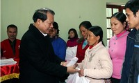 Tet gifts given to poor families in Bac Giang