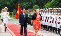 PM Nguyen Tan Dung hold talks with Norwegian PM Erna Solberg