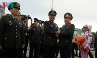 Vietnamese, Chinese Defense Ministers hold talks