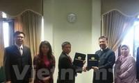 Vietnam, Malaysia hold talks on labour management