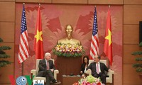 US Senators pledge to settle disputes in the East Sea through peaceful means