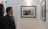 "President Truong Tan Sang visits AP Photo exhibit ""Vietnam-The Real War"""