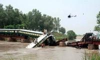 Pakistan: train accident kills at least at least 12