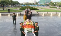 Vietnamese community in Cambodia pays tribute to war martyrs