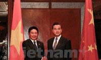 Vietnam's Foreign Minister holds talks with China's Foreign Minister on East Sea issue