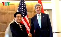 Deputy PM, Foreign Minister Pham Binh Minh holds talks with US Secretary of State John Kerry