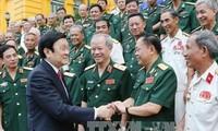 President Truong Tan Sang meets heroic war veterans