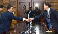 Two Korean officials meet to pave way for high-level dialogue