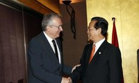 PM meets French Communist Party, companies' representatives