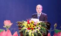 NA Chairman Nguyen Sinh Hung meets young Vietnamese talents