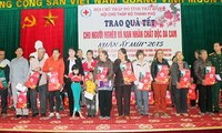 Mobilizing 1 million Tet gifts for poor families