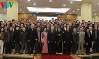 Party leader meets with artists, intellectuals, and scientists