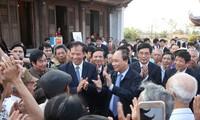 Deputy PM Nguyen Xuan Phuc pays Tet visit to Hai Duong