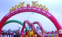 President Truong Tan Sang attends Spring festival of ethnic groups