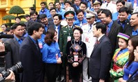 President Truong Tan Sang meets outstanding Youth Union members