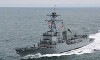 US naval ship approaches Fiery Cross Reef in East Sea