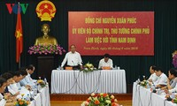Prime Minister Nguyen Xuan Phuc works with Nam Dinh province