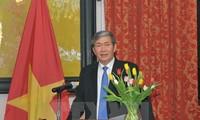 Politburo member Dinh The Huynh meets UN Chief Ban Ki-moon