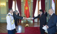 Vietnam, Paraguay agree to foster bilateral relations