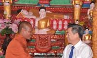 Khmer people congratulated on Chol Chnam Thmay Festival