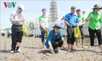 NA Chairwoman plants trees at national trig point in Ca Mau