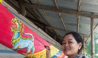 Couple promotes Khmer mural paintings, carving arts