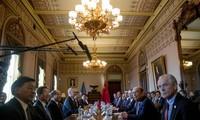 US, China hold trade negotiations