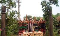 M'Nong people's village gate worship ritual
