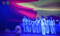 """Musical play """"Truong Bon flowers and fire"""" moves audiences' hearts"""