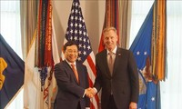 Vietnam, US to boost cooperation in economy, defence