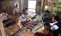 Van Kieu-Pa Ko revive traditional broacade weaving